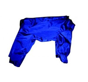 Impermeable con patas